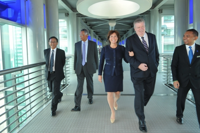 Petronas CEO Tan Sri Dato_ Sahmsul Azhar Abbas and Premier Christy Clark in Malaysia - BC government photo